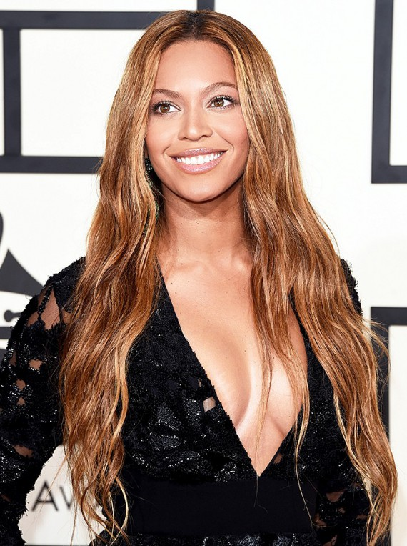 Beyonce + Beach waves + Bronze = Flawless. Queen B looked effortless. I love when she switches it up and forgets the smokey eye - it can be unexpected on a red carpet and let her true beauty shine through.