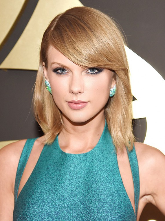 Taylor Swift's eyes never stood out more to me than with this look. Her lashes looked amazing and kept the rest simple with sleek strands and a statement earring.